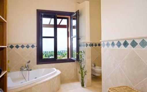 Baños Bonitos Elegantes:Marbella: villa fabulosa con gimnasio y vistas al mar y a las