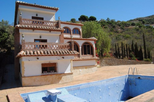 Spacious villa with spa/bar, pool, garage and green valley views