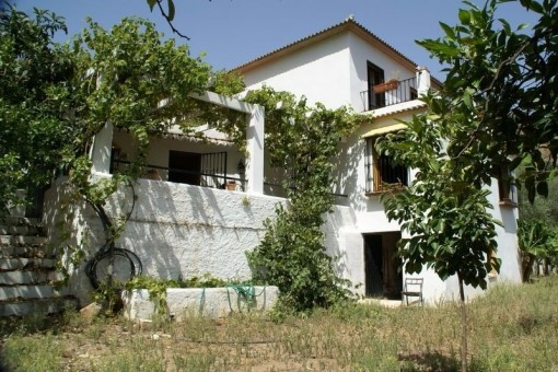 Rustic finca with beautiful garden in Riogordo, Málaga