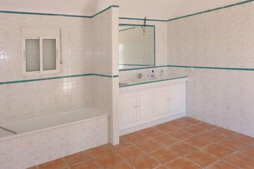Gran cuarto de baño en la segunda casa
