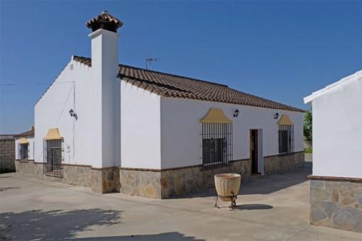 Casa principal con chimenea