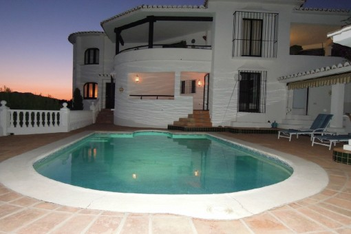 Chalet con piscina y vistas al mar en Valtocado, Málaga