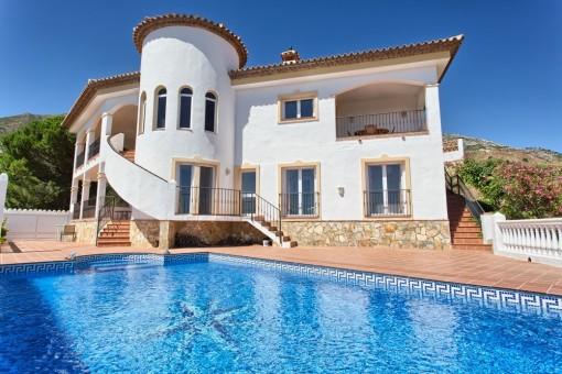 Villa con piscina y maravillosas vistas en Valtocado, Málaga