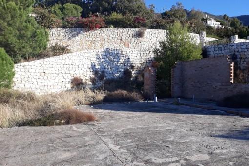 Parte de los muros de contención ya se han completado
