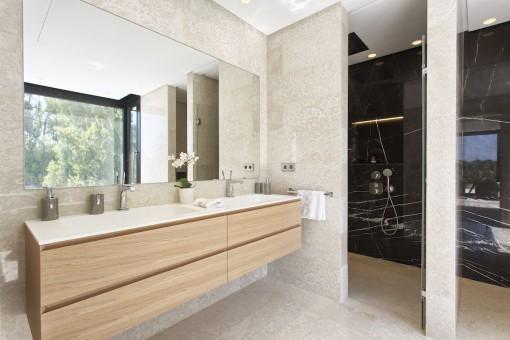 Uno de 6 baños en suite