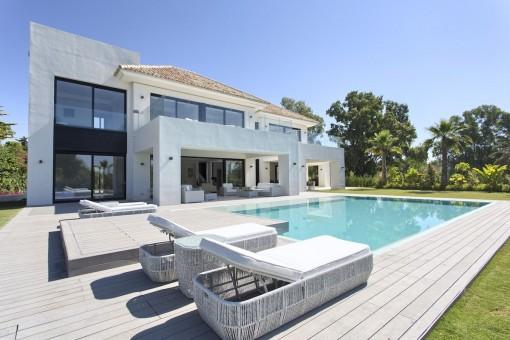 Maravillosa zona de piscina para relajarse
