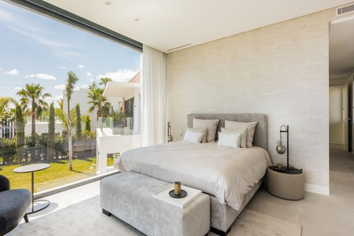 Segundo dormitorio doble con ventanas panorámicas