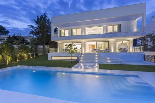 Varias terrazas con piscina