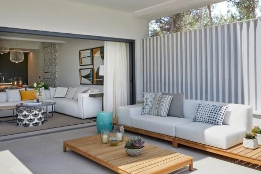 Terraza con muebles de salón