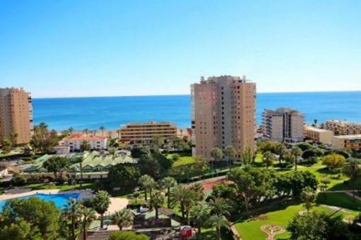 Apartamento totalmente equipado de alta calidad con zonas comunes en Torremolinos