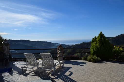 Magnificent country house in Arenas with a panoramic views over the mountains and the sea