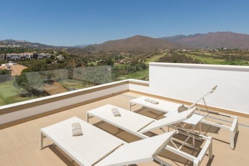 Casa adosada nueva rodeada de 3 campos de golf en Mijas