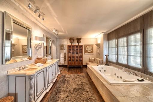 Precioso baño con bañera de hidromasaje