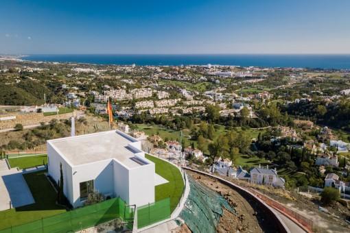 Excelentes vistas desde este ático sobre plano con 3 dormitorios en Benahavis