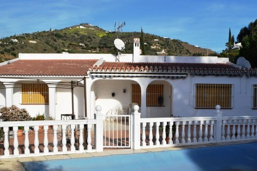 Outstanding country villa with mountain views, private pool and garage in Torrox