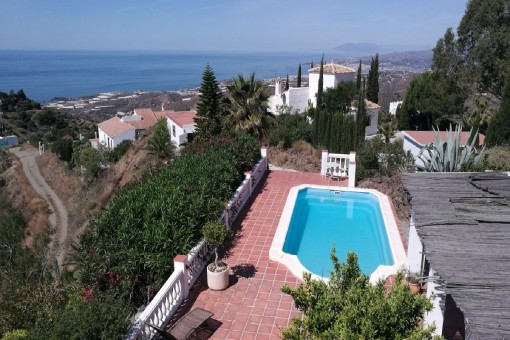 Pretty country house with sea and mountain views, private pool and spacious garage in Torrox