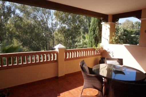 Increíble apartamento en primera línea de golf en Marques de Atalaya, Estepona