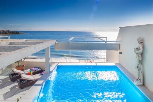 Ático en primera línea de playa y con vistas panorámicas en Estepona